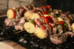 800px-bulgarian_barbecue_from_the_rhodopes-300x199