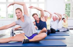 Mehre Menschen bei einer Pilates Übung