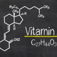 Schiefertafel mit der chemischen Formel von Vitamin D